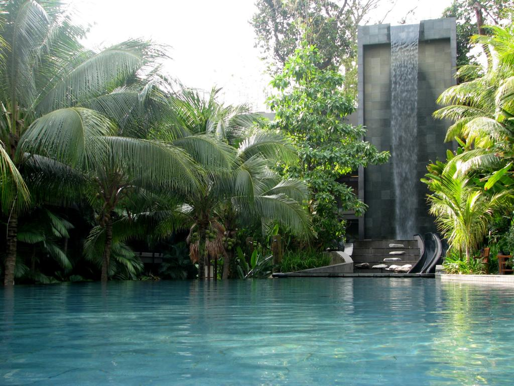 Siloso eco beach resort on sentosa singapore pool long - Siloso beach resort swimming pool ...