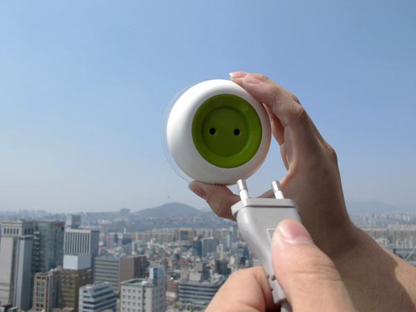 solar powered plug window socket