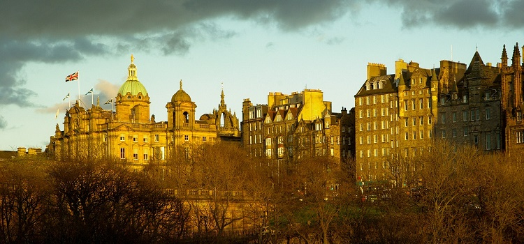 Destination Edinburgh: Hotels, Eateries and Urban Adventures for Eco-Smart City Travelers