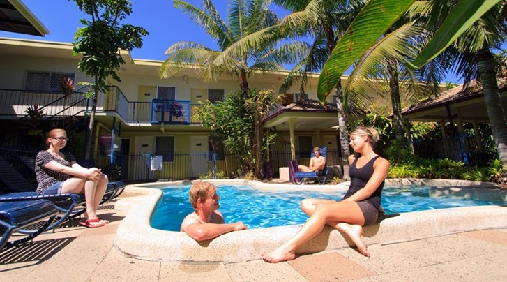Cairns Central YHA Backpackers Pool