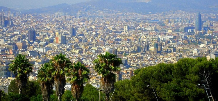 Destination Barcelona: Hotels, Tours and Urban Adventures for Eco-Smart City Travelers